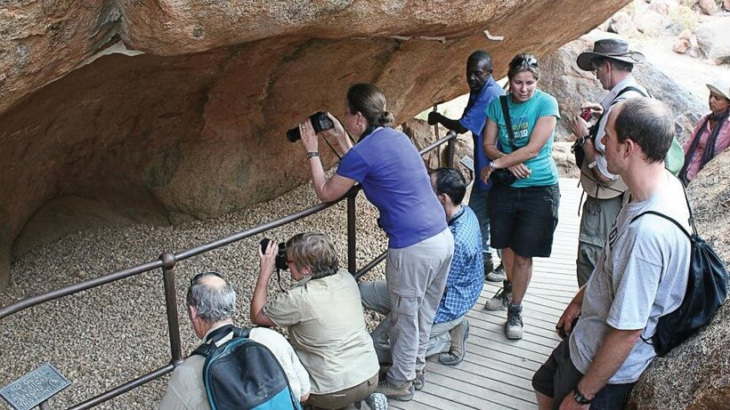 Namibia white_lady_rock_painting_visitors