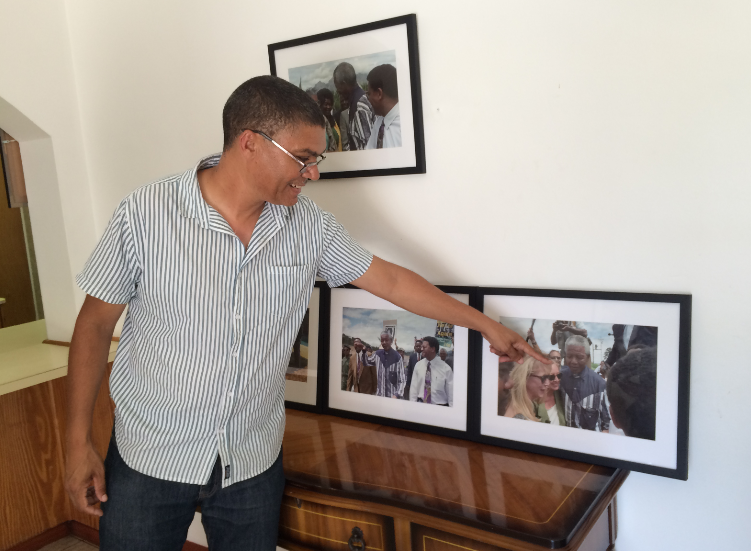Former warder Manfred Jacobs conducting a tour of Mandela's bungalow at Groot Drakenstein Prison FIONA McINTOSH